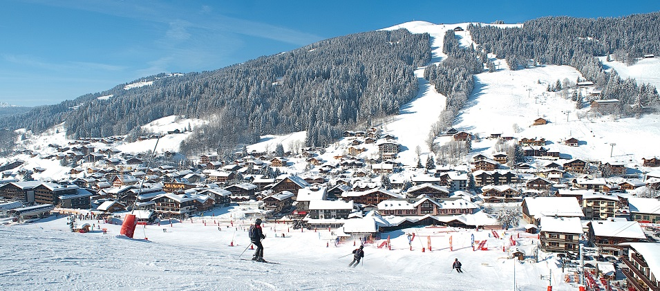 Ski easy slopes in Les Gets, France