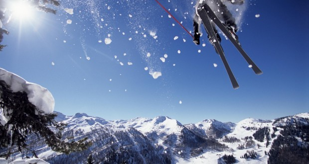 Stay warm with the Good Ski Guide and Heat Holders